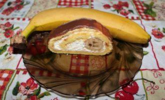 Банановый рулет с молочным шоколадом