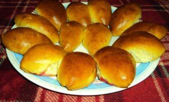 Пирожки с яблоками и малиновым вареньем