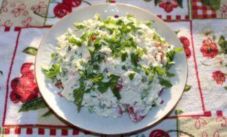 Салат Весенний фреш с творогом и помидорами