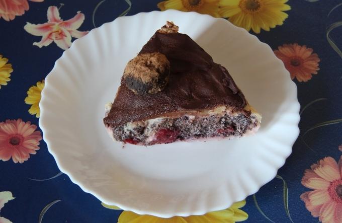 Открытый пирог с маком и вишнями
